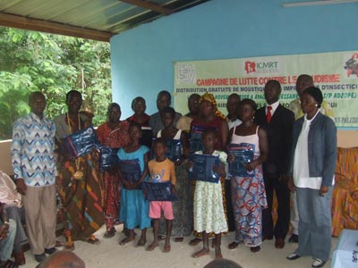 Group photo in N'guessankoi after symbolic net Pregnant women, young girls and village chiefs showing their nets.